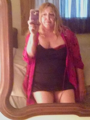 Layal black escort girl in Deltona FL