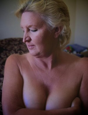 Frederike black incall escort