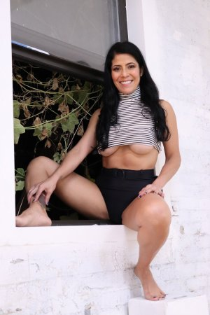Sabiha escort girl in Deltona