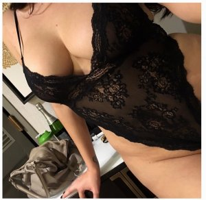 Letty black escorts services in St. Charles
